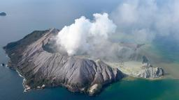 Should tourists have been on New Zealand's volcanic White Island?