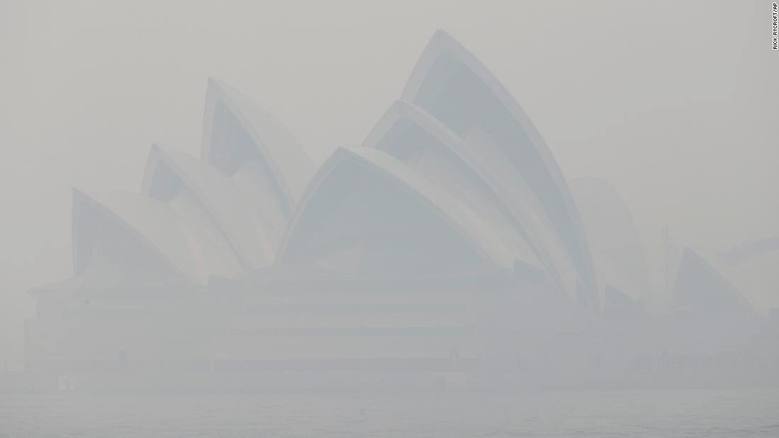Sydney: Toxic bushfire smoke blankets city, creating 'hazardous' pollution levels
