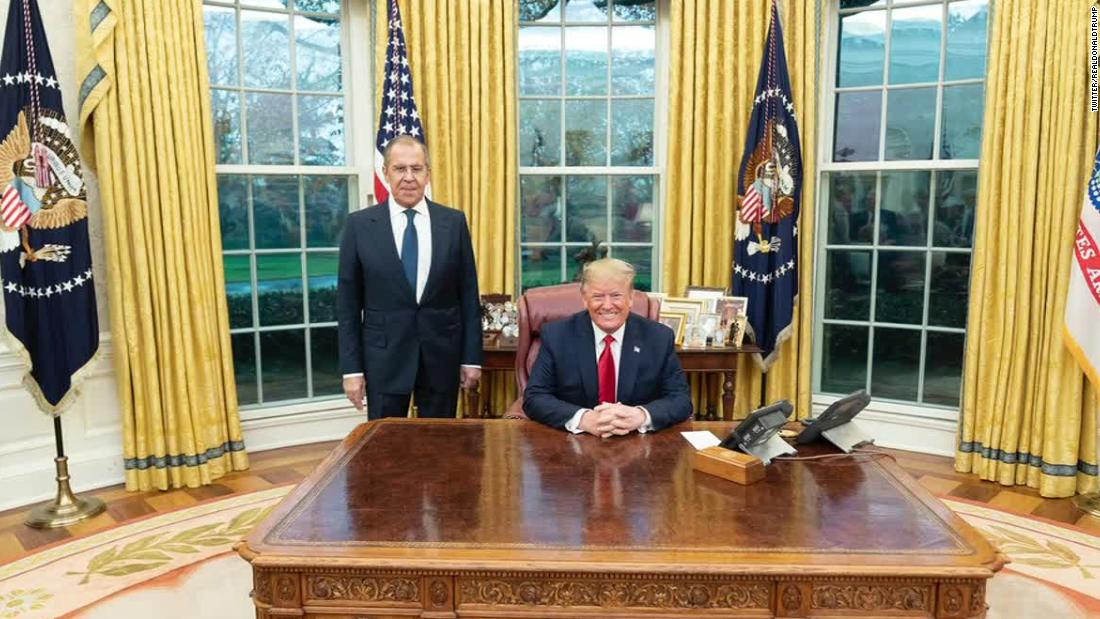 Ex-FBI official: We've never seen an Oval Office photo like this